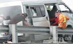 Xe khách nổ vỏ trên đường cao tốc, nhiều người bị thương