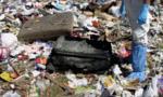 Phát hiện xác chết đang phân hủy trong bãi rác