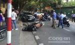 Xe 'điên' tông 'bay' 2 xe máy, khiến 4 người nhập viện