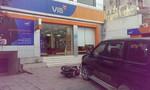 Người đàn ông ném 2 lựu đạn cay trong ngân hàng ở Sài Gòn