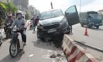 Ô tô leo dải phân cách khiến giao thông ùn tắc nghiêm trọng