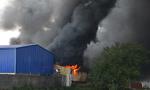 TP.HCM: Xưởng mũ bảo hiểm rộng hàng ngàn mét vuông bị thiêu rụi