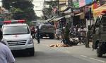 Va xe buýt, ngã ra đường, người đàn ông bị xe tải cán chết