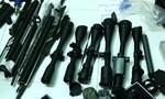 Lại phát hiện đối tượng cất giấu nhiều súng đạn, thuốc nổ TNT