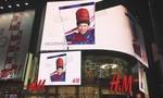 Ảnh rapper Suboi tràn ngập Quảng trường Thời đại Mỹ