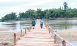 Dân góp tiền làm cầu bắc qua sông Ba