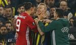Zlatan Ibrahimovic bóp cổ đối thủ trong trận thua bẽ mặt
