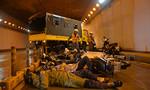 Xe tải gây tai nạn liên hoàn, bốc cháy trong hầm sông Sài Gòn