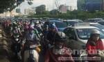 Đang kẹt xe trên đường Nguyễn Hữu Cảnh