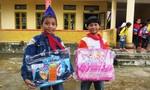 Báo Công an TP.HCM trao 750 cặp sách và dụng cụ học tập cho học sinh vùng lũ