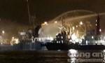 Cháy tàu chở hàng, 16 người thoát nạn