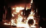 Ô tô bốc cháy giữa đêm khiến nhiều người hoảng sợ