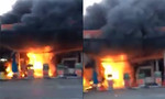Cây xăng cháy dữ dội ở Sài Gòn