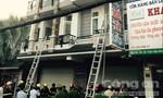 Giải cứu 4 người trong căn nhà 3 tầng bị cháy