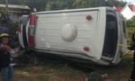 Kon Tum: Lật xe cứu thương khiến nhiều người thương vong