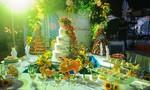 Bàn tiệc cưới với bánh ngọt qua bàn tay các bếp trưởng 5 sao