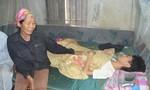 Chàng trai trẻ bị liệt nằm một chỗ cầu cứu