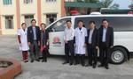 Trao 2 xe cứu thương cho hai tỉnh Nghệ An và Hà Tĩnh