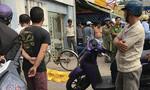 Người đàn ông đi xe đạp gục chết trên đường phố Sài Gòn
