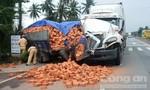 Xe container 'hôn' đuôi xe tải, tài xế thoát chết trong gang tấc
