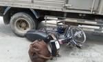 Xe tải tông hai cha con giữa trưa