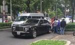 Taxi va chạm 'xếp hộp siêu sang' Rolls-Royce Phantom phiên bản Rồng