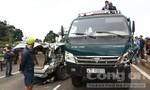 Xe ô tô bị xe tải kéo lê hàng chục mét, 5 người thoát chết