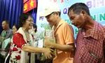 Quỹ Xã hội Từ thiện Nhân văn TP.HCM trao quà cho người nghèo