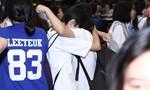 Fan Việt bật khóc khi gặp thần tượng Yesung ở sân bay