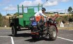 Tài xế xe công nông được cấp bằng lái