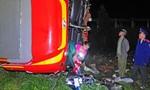 Xe chở khách lao xuống vực, 30 người bị thương
