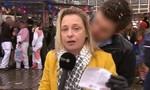 Nữ phóng viên bị sàm sỡ khi đang truyền hình trực tiếp