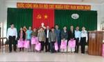 Trao quà Tết cho đồng bào nghèo ở Bình Định