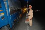 Giao thông ùn ứ trưởng phòng CSGT xuống đường điều tiết giao thông