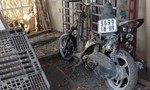 Xe tay ga cháy trơ khung trên QL 51