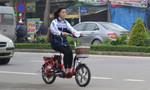 Học sinh, sinh viên đi xe đạp điện 'phớt lờ' luật giao thông
