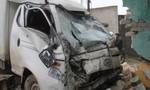Ô tô tải tông vào nhà dân, hai bà cháu thoát chết trong gang tấc