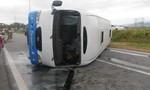 Lật xe khách chở công nhân, 14 người bị thương