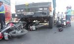 Xe tải tông 7 xe máy trên quốc lộ, nhiều người bị thương