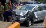 Ô tô 7 chỗ mất lái tông vào tiệm sửa xe, một người tử vong tại chỗ