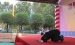 Trưởng đoàn Bảo tàng hòa bình Hàn Quốc quỳ tạ lỗi tại Lễ tưởng niệm 50 năm thảm sát Bình An