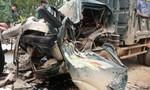 Xe tải húc đổ cổng làng, 1 người thiệt mạng trong ca bin