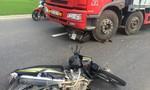 Xe máy va quẹt ngã ra đường, một người bị thương