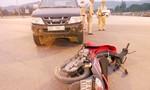 Xe máy tông  ô tô , 2 người nguy kịch