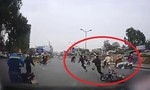Nam sinh viên đi xe máy tông ngã cảnh sát rồi bỏ chạy thục mạng