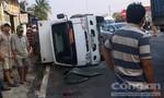 Xe tải bị đầu xe kéo tông lật nhào