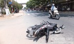 Xe máy đấu đầu, hai người bị thương nặng