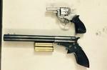 Nhóm con nghiện thủ nhiều súng, đạn trong người