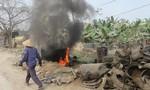 Nghệ An: Ngang nhiên đốt hàng tấn phế thải cao su trong khu dân cư