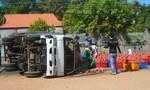 Người dân nhặt 2 tấn thanh long trả lại cho tài xế xe tải bị lật